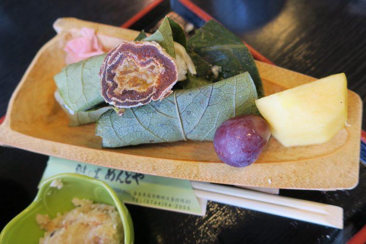 柿の葉寿司とフルーツ