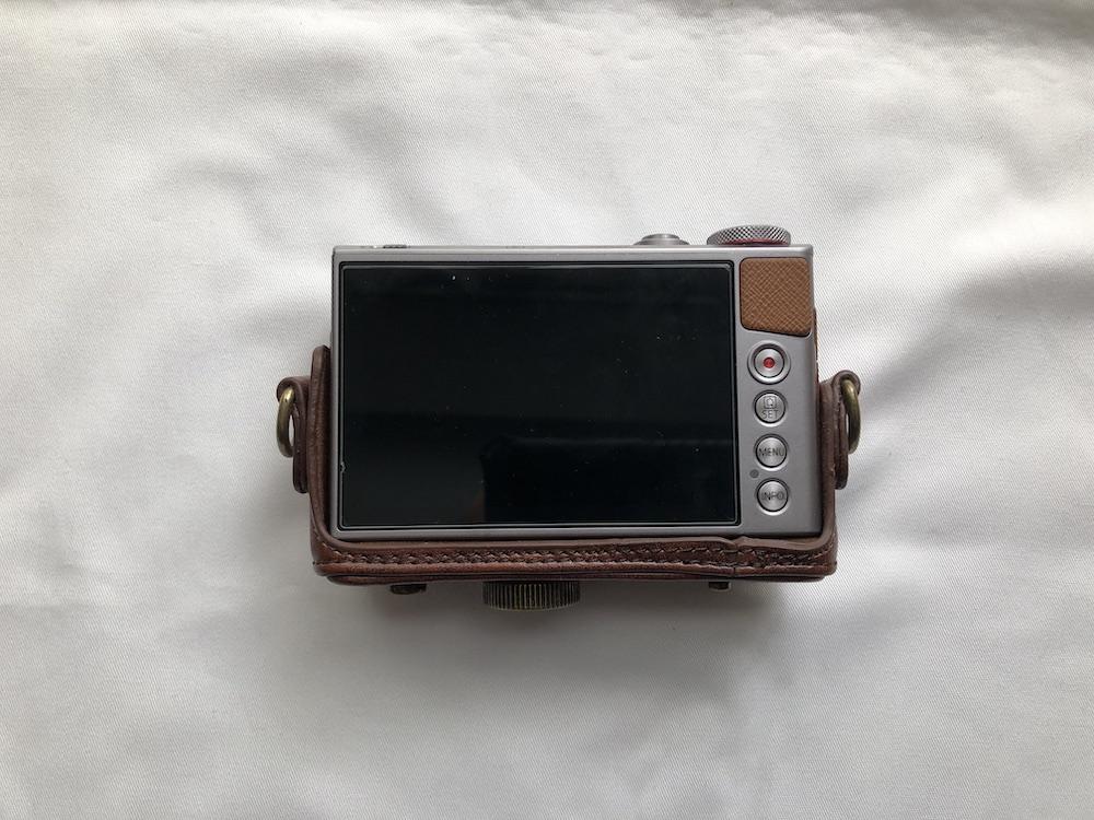 カメラケースをセット(背面)