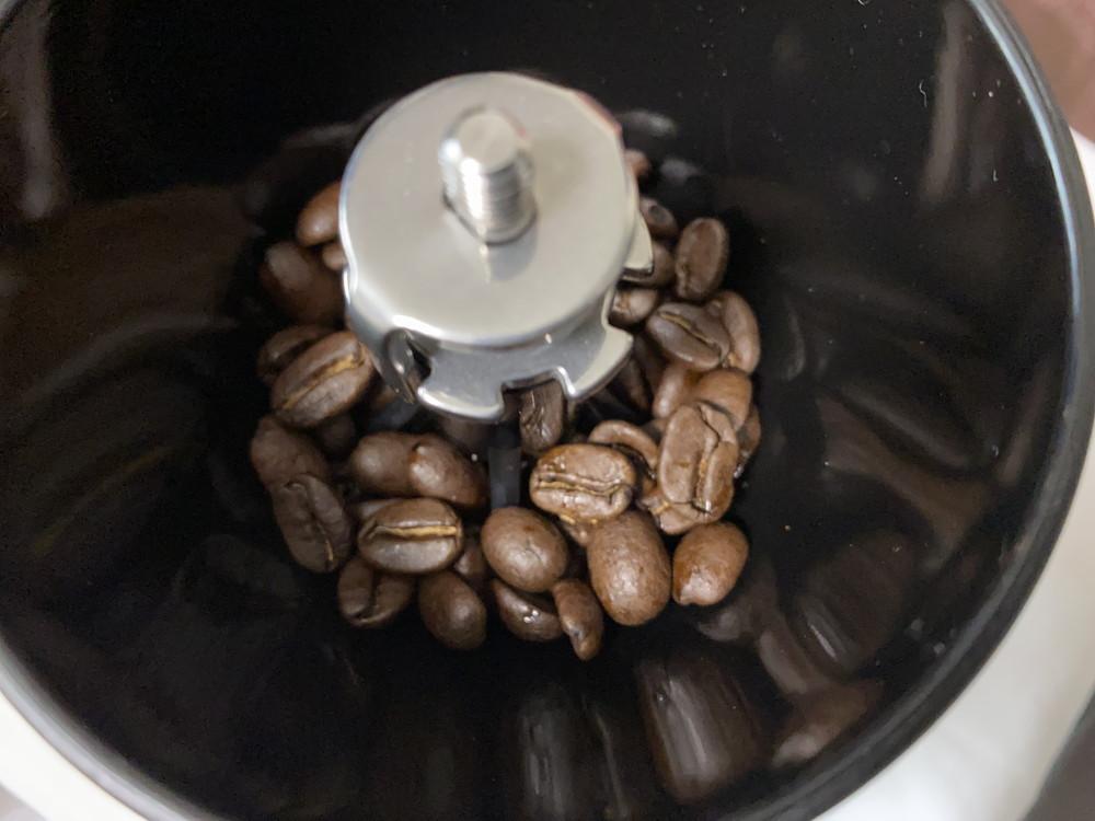 コーヒー豆を投入