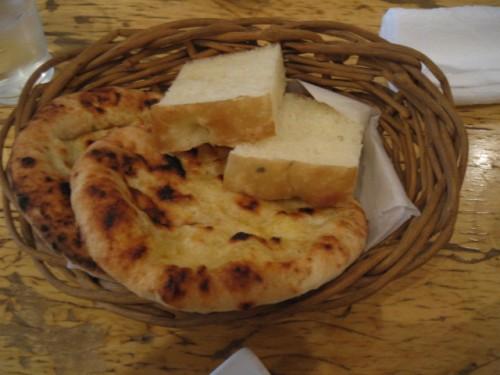 ポルタ・ヌォーヴァ パンとピザ生地を焼いたもの