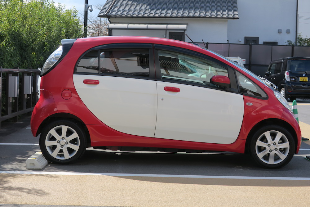 4人定員の電気自動車「三菱i-MiEV」
