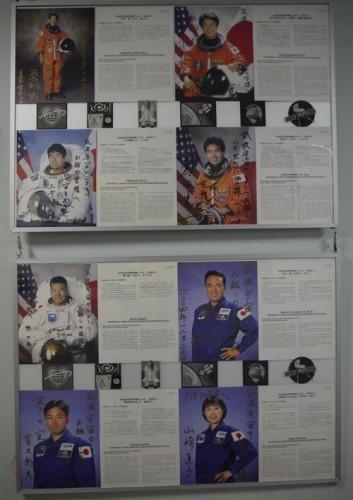 各宇宙飛行士の紹介とサイン