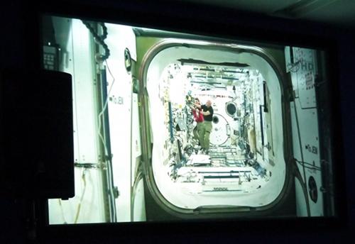 国際宇宙ステーション ISS内の映像