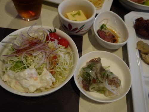 勾玉亭 バイキング サラダ、カツオ、鹿肉