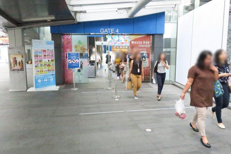 「ターミナル21」の出入口