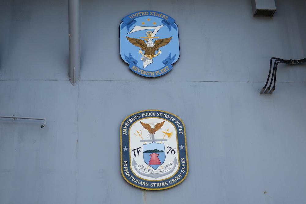 主艦橋下左舷側外壁の紋章