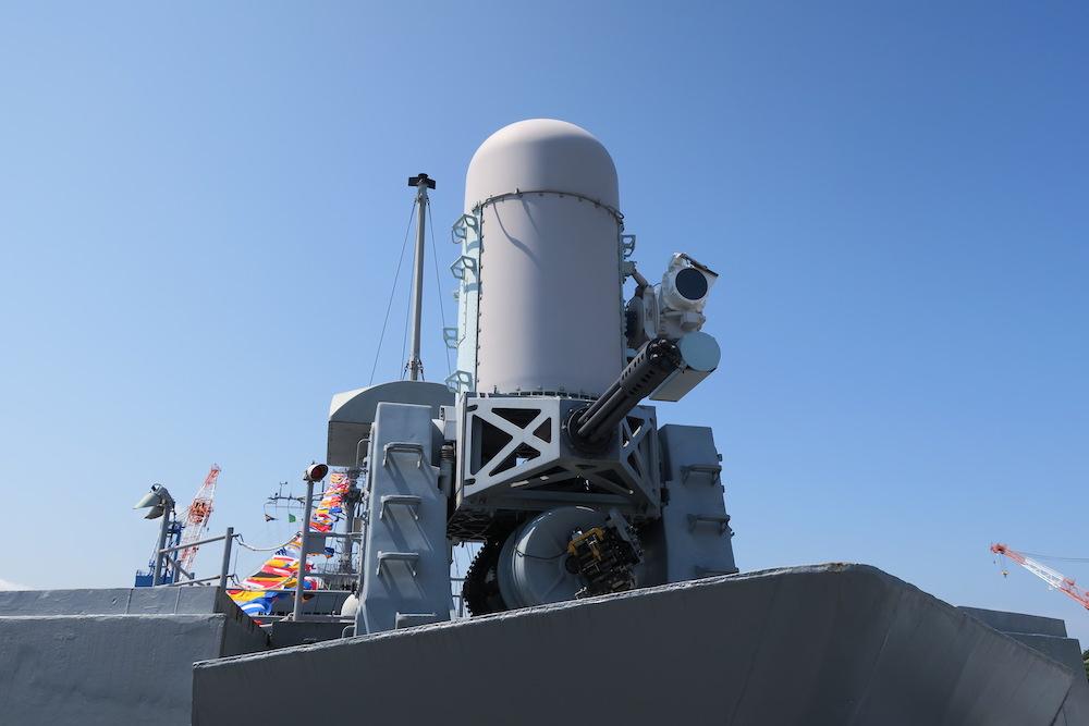 艦首のMk.15 20mm CIWS