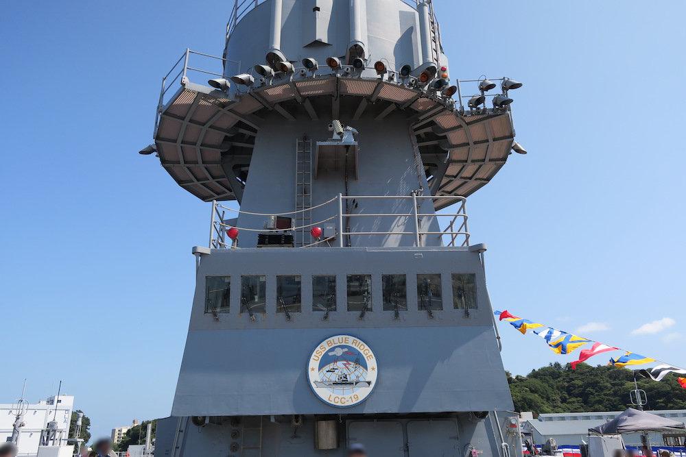 ヘリ発着用の管制塔?