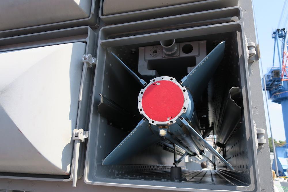 訓練用のRIM-7M(シースパロー)後部
