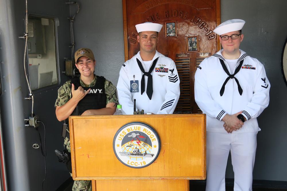 海軍兵がお出迎え