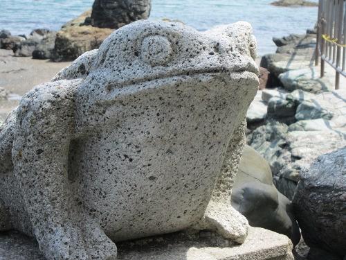 二見興玉神社 かえる