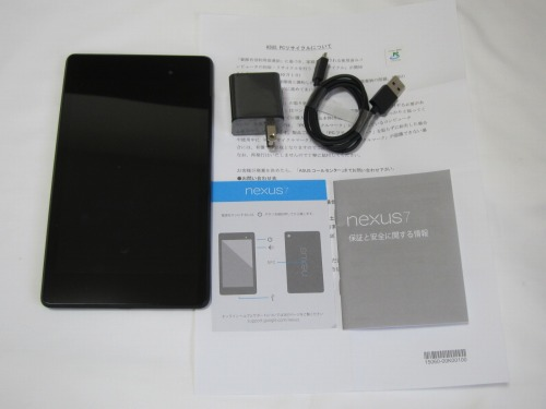 Google Nexus 7 2013と付属品一式